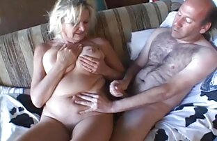 Amigos vídeo pornô caseiro de gordinha amadores juntam-se para a sessão de masturbação.