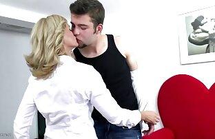 Mãe quente e solitária MILF serviço de quarto filme amador caseiro especial com o menino bell